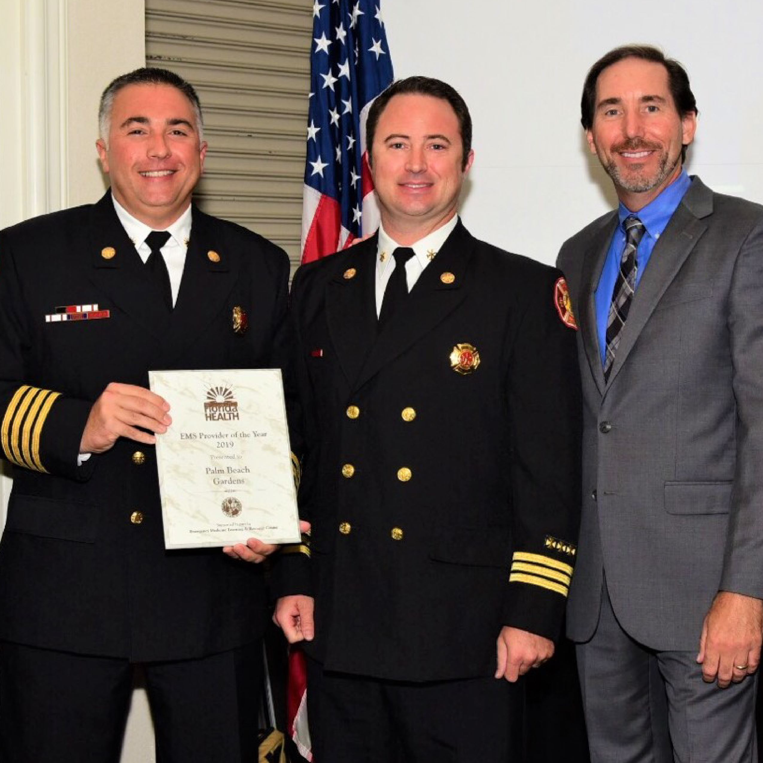Assistant Chiefs and Medical Director accept award.